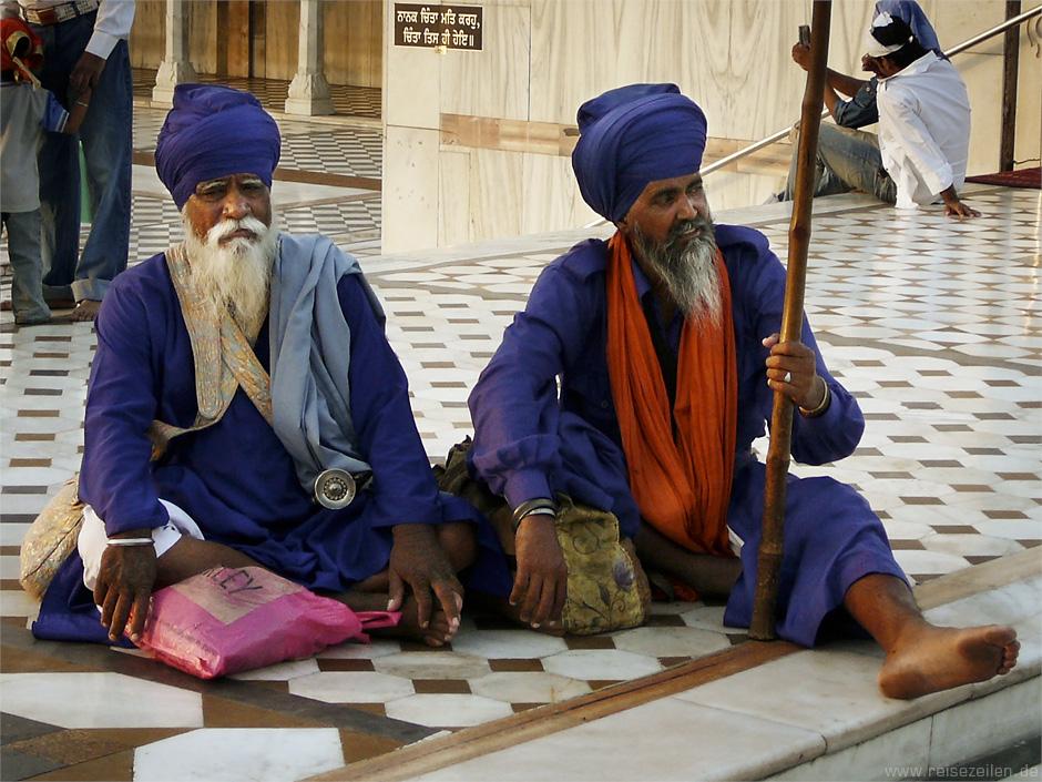 Indien - Reisetipps - Reisen - Rajasthan - Waechter-im-Sikh-Tempel
