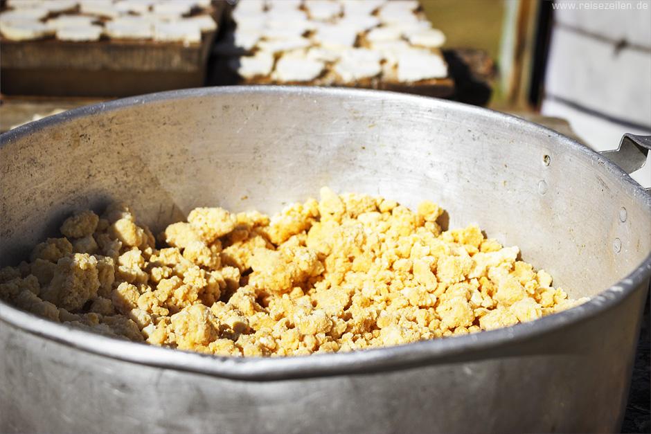 Eezgii - ein krümeliger Käse in der Mongolei