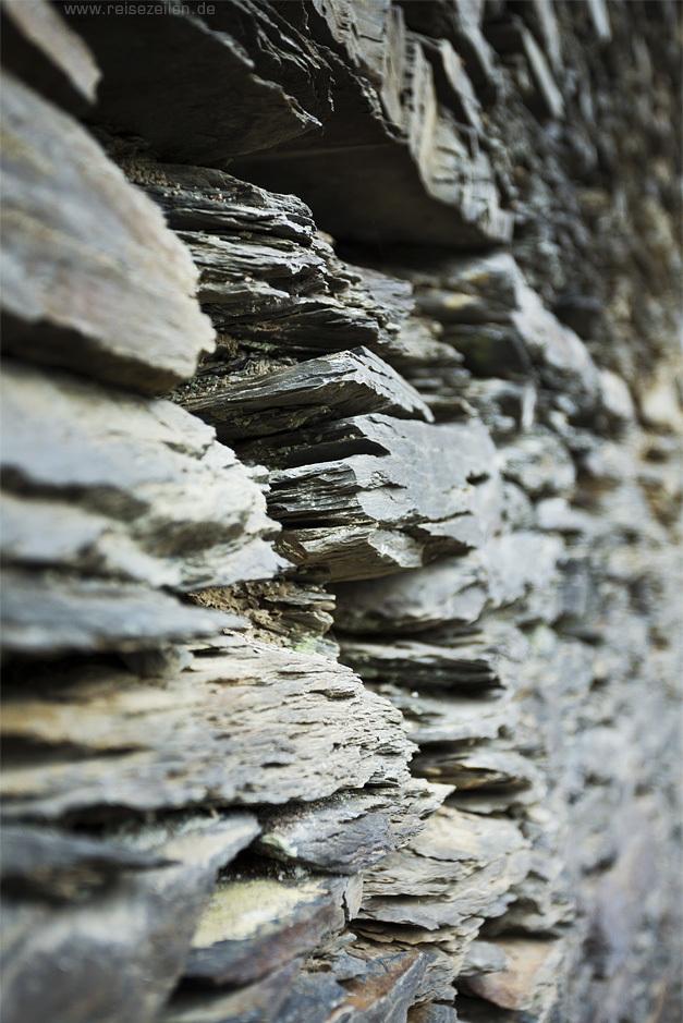 Belgien Ardennen Trockenmauer