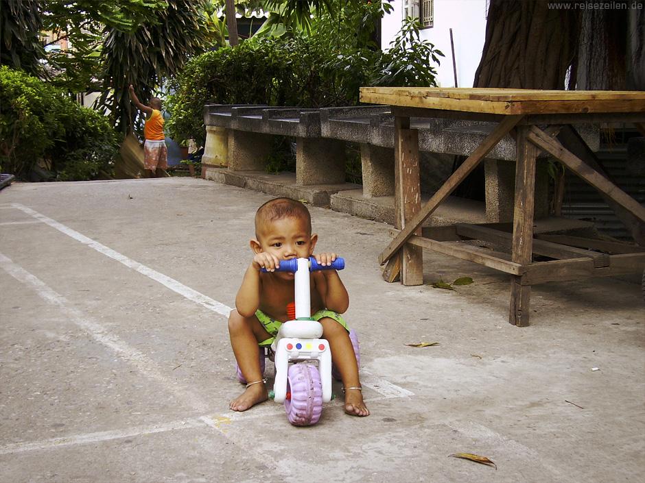 Kinder in Thailand Reisen Reisetipps Verhaltensregeln