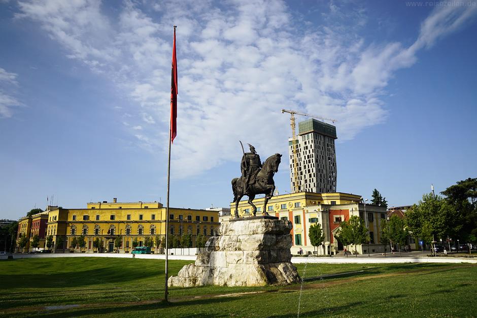 Tirana - Aus grau wird bunt