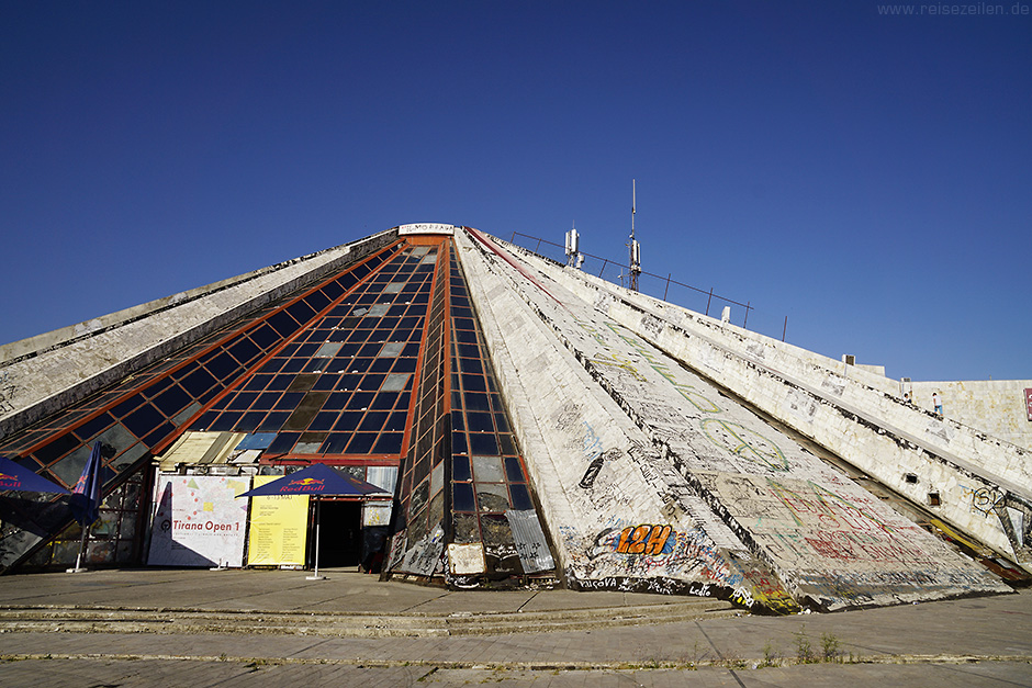 Albanien Reisebericht Reisetipps Tirana City Guide Piramida