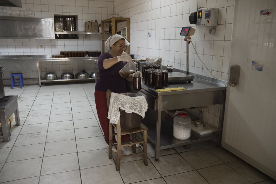 Sorgfältige Verarbeitung von türkischen Lebensmitteln.