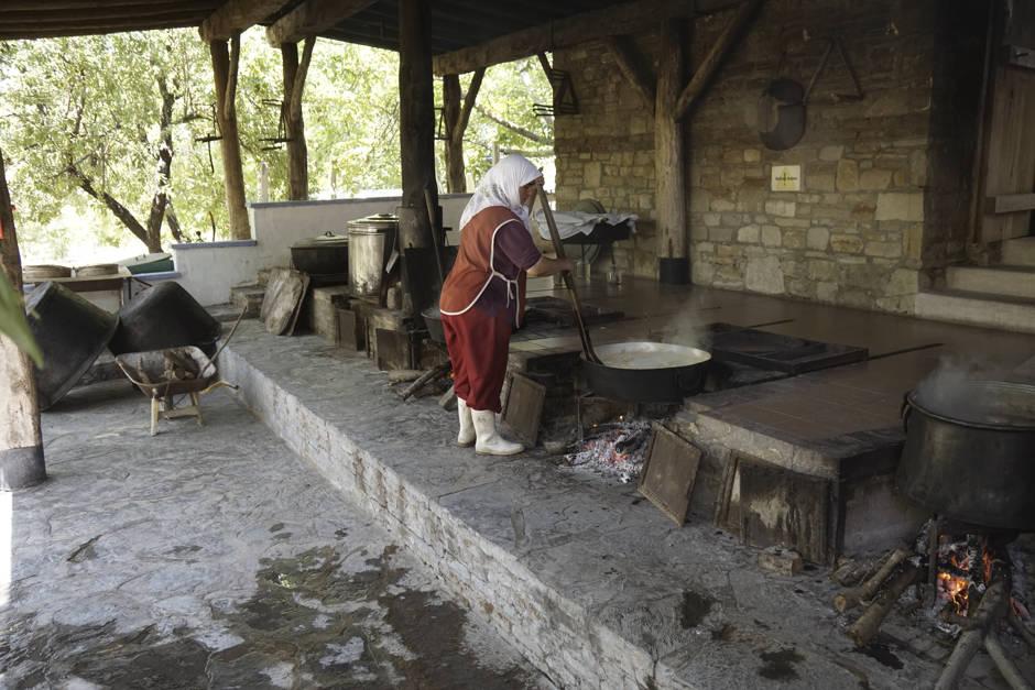 Bei den türkischen Lebensmittel ist noch viel Handarbeit angesagt.