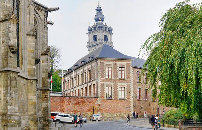 Green Guide Mons Belgien
